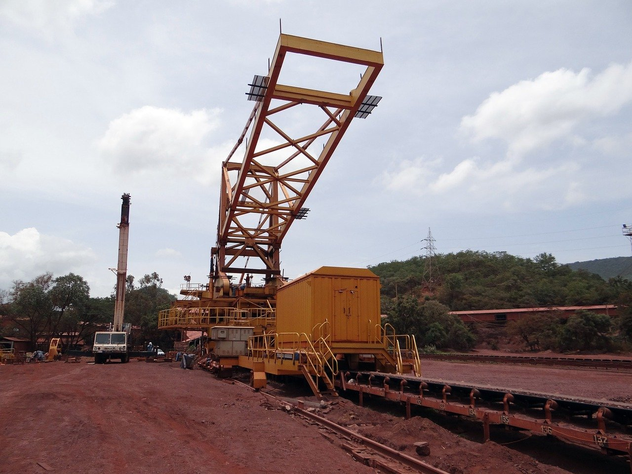 Tangshan reviews four iron ore processing projects