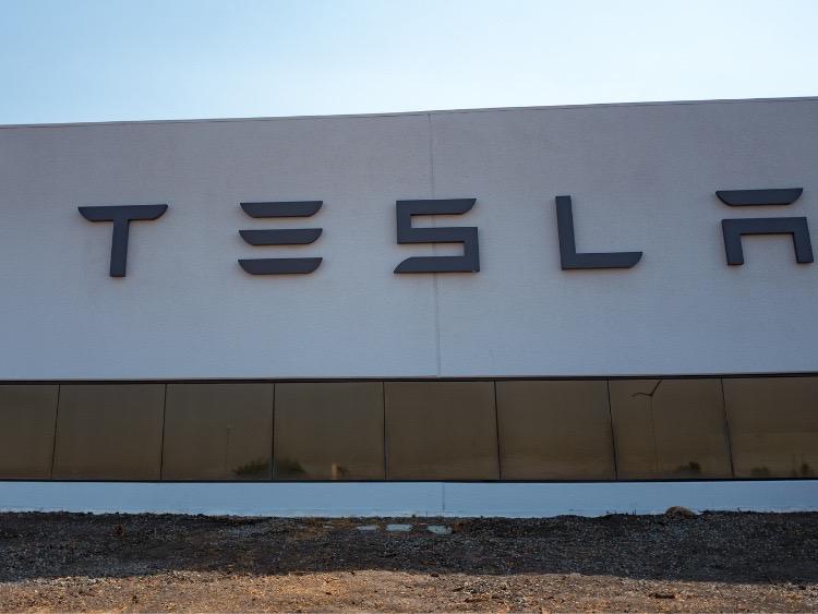 Tesla sets profit, volume records in Q3